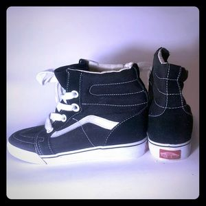 High Top Sk8-Hi Vans Black Ladies 7.5 Hidden Wedge